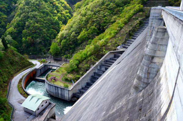 米原の観光スポット「姉川ダム」
