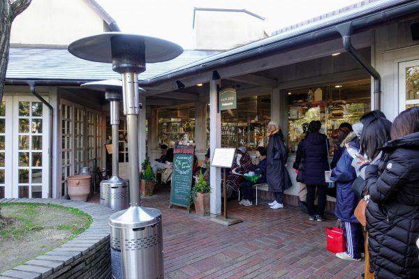 12月の火曜朝8時の行列は20人程でした。