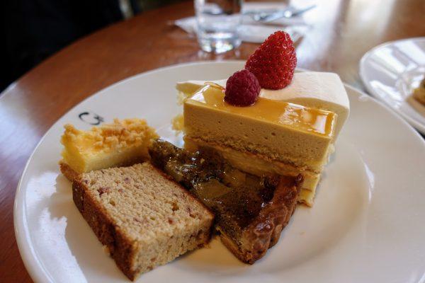 ケーキの種類が豊富でどれも美味しいです。