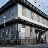 建造1,900年の黒壁銀行を利用した黒壁ガラス館。黒壁スクエアの中心的存在です。