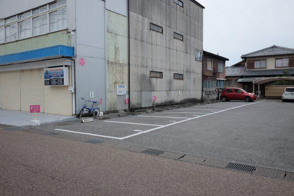 つるやパンの駐車場