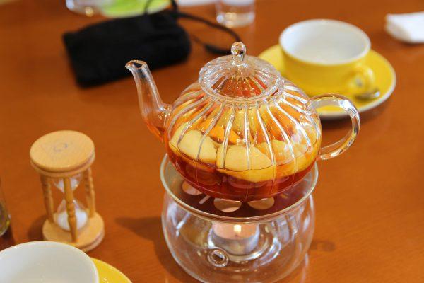 季節のフルーツをぜいたくに使ったフルーツポットティーセットは特におすすめ!