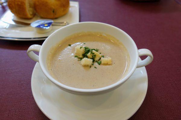 キノコのスープ。ドロッとした濃厚な味わい。