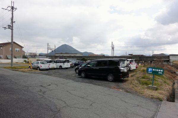 お店裏の駐車場。停める場所は豊富にあるので駐車場の心配は不要です。