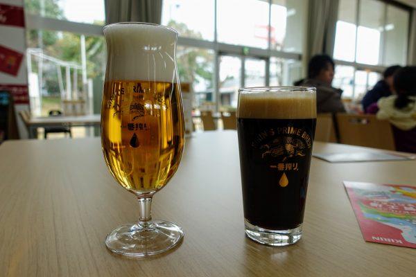 一番搾りプレミアムと一番搾り(黒)。無料でビールが飲めるのは良いですね…!