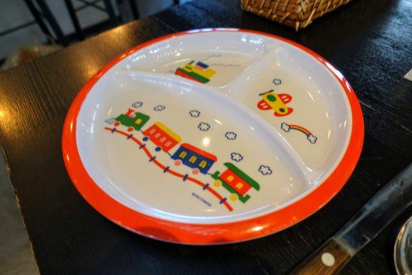 ちなみに子供用のお皿やイスがあるので子供と行っても大丈夫です。