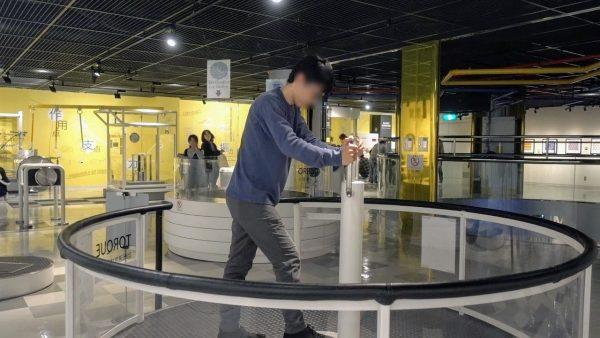 回転速度体験記ではフィギュアスケートの気分を味わえました。死ぬほど目が回りました…