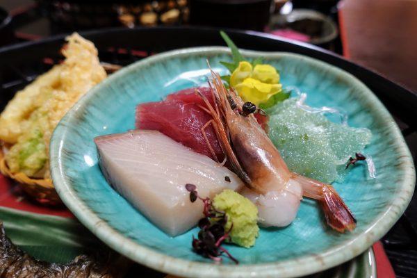 お造りがとってもキレイです。滋賀は海なし県なので特別美味しいわけでもないですが(笑)
