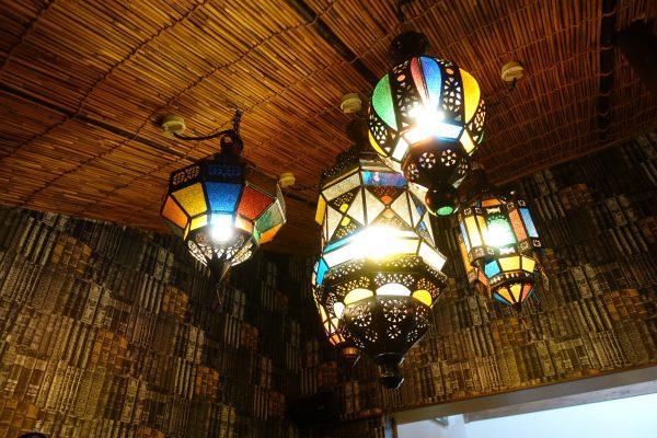 バリ島で集められた装飾にもこだわりが。店内を眺めているだけで楽しいですね。