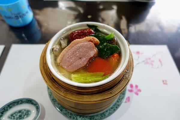薬膳蒸し③これまたお肉が。スープですがお肉があるので満腹感も出ますね。