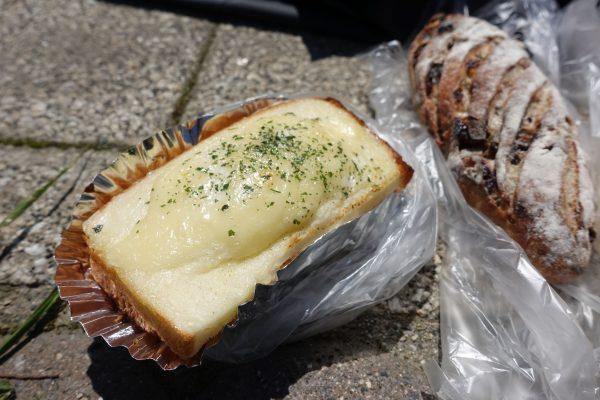 たまごサンドは食パンに挟まる斬新なフォルム。食パン自体がしっとりとしてて美味しいんです。