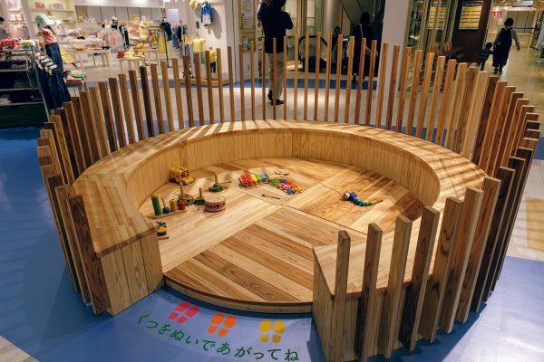 小さな子供向けにはいはいでも遊べるようなスペースがありました。